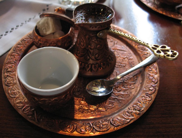 Džezva, fildžan i rahatalokum ili šećer (Fotografija Božica Brkan / Oblizeki)