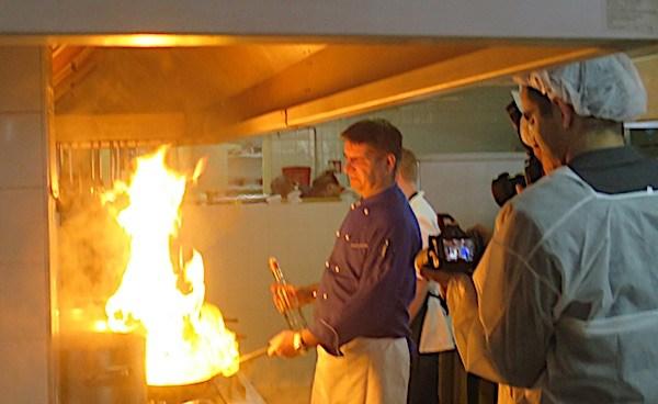 Prošlogodišnji pobjednik flambira pobjedničko jelo (Fotografija