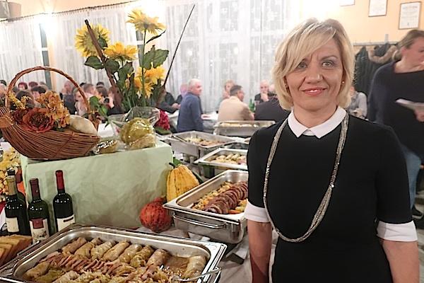 Brigita Barulec ponosna na svoje zeljare i kuharske ekipe koje su pripremile jela od laktečkoga kiselog zelja (Fotografija MIljenko Brezak / Oblizeki)