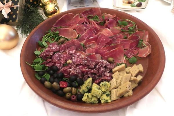 ...Ili istarski pršut, dvije vrste istarskih kobasica, masline...? (Fotografija Božica Brkan / Oblizeki)
