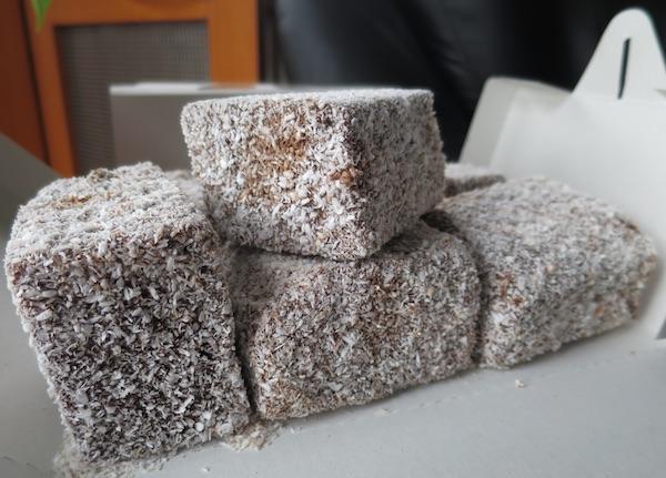 Čokoladne, pa uvaljane u kokosovo brašno (Fotografija Božica Brkan / Oblizeki)