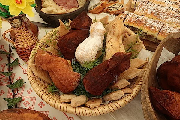 Inače tradicionalno vuzmene janjce Ljubica Radovečki predstavila je kao svatovske i to baš bogato nadjevene (Fotografija Miljenko Brezak/ Oblizeki)