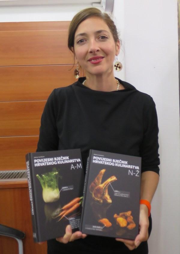 Jelena Ivanišević sa svojim djelom (Fotografija Božica Brkan / Oblizeki)