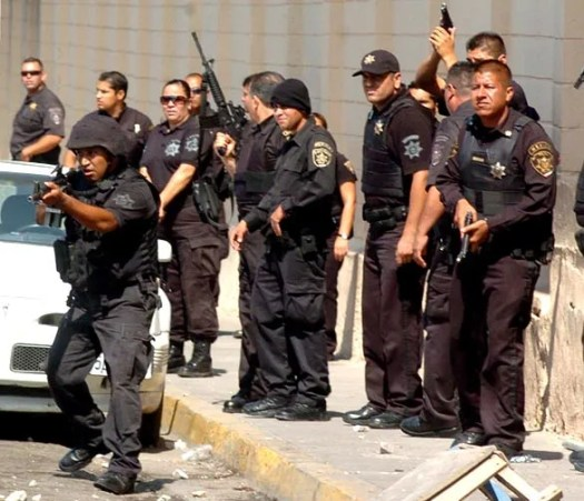 Mexican police officers prepare for action against inmates' relatives and friends during the rioting in days by inmates at La Mesa State Penitentiary in Tijuana. September 17, 2008