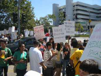 UCSDprotest 9-24-09-01-sm