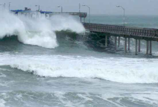 high surf over pier 1-19-10 nate