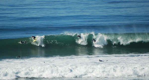 surf hi 1-11-10 3 surfers-sm
