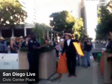 Police erect barricades at plaza to control occupy san diego for Hhgregg san diego