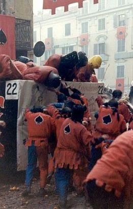 Oranges Battle Italy 01