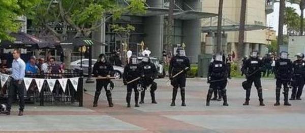Trump SD protest FG cops diners 3-ed 2