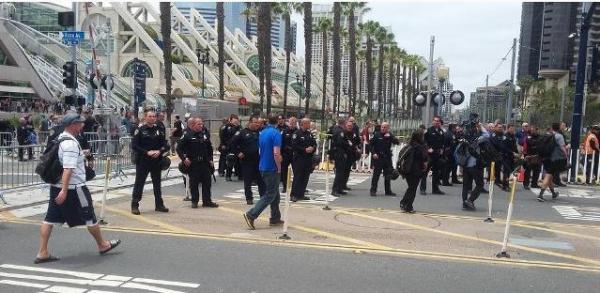 Trump SD protest FG cops wo helmts -ed