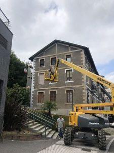 se repara en fachada lateral