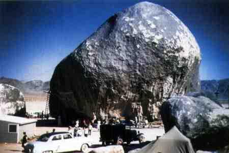 giant-rock-car