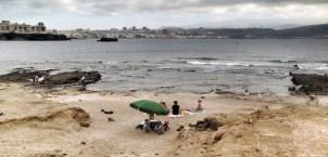 La playa en bajamar, una tarde nublada entre semana / LUIS ROCA ARENCIBIA