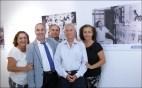 Antonio Perdomo, 89 años, rodeado de familiares, entre éstos, el compañero de Distribución de Endesa en Fuerteventura Carmelo Sánchez, a su derecha / ACFIPRESS