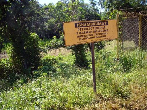 Cartel en achuar, Lote 1AB, cuenca del río Corrientes.
