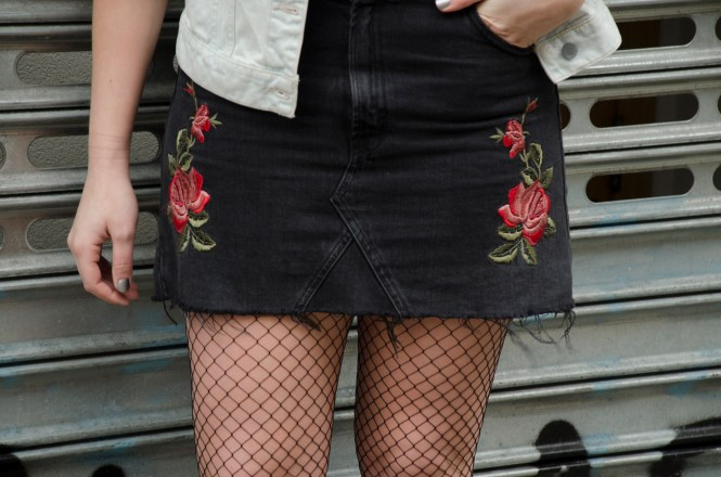 Details-Topshop-Embroidered-Denim-Skirt-Fishnets