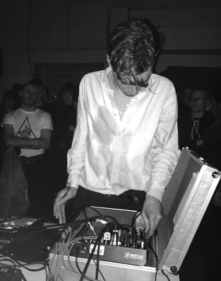 Damien Dubrovnik at DIYSFL, photo by Simon Parris