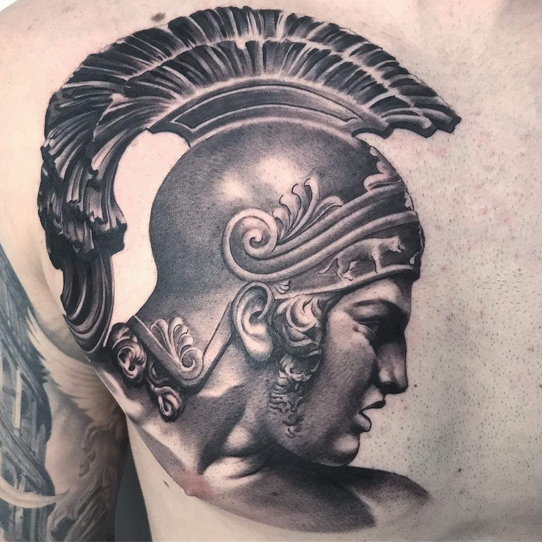 Tatuaje Guerrero Estatua Realismo Blancoynegro Hombre Pecho Grande