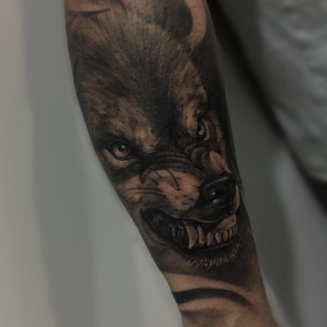 Tatuaje Lobo Realismo Blancoynegro Hombre Antebrazo Grande