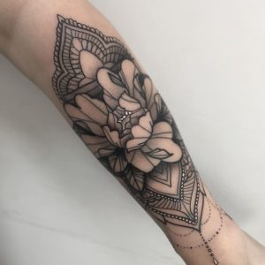 Tattoo Flores Brazo Mujer