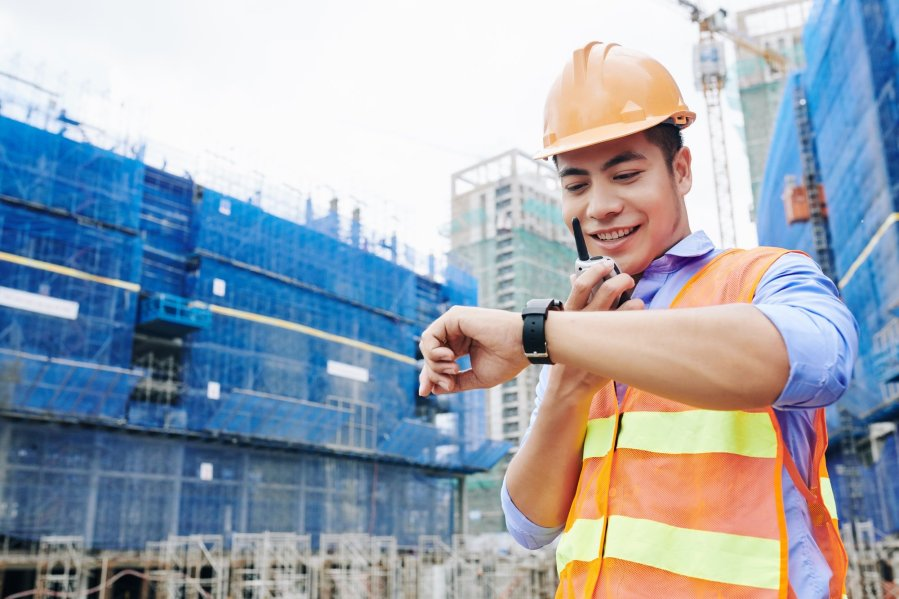 Contractor checking time