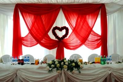 Jak zaoszczędzić na weselu - dekoracja miejsca Pary Młodej