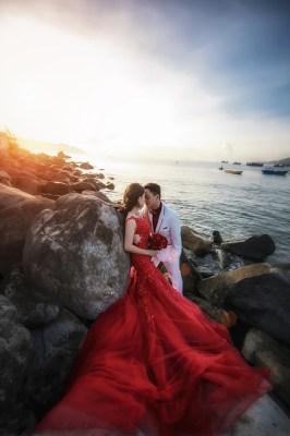Jak zaoszczędzić na weselu - fotograf ślubny, czerwona suknia