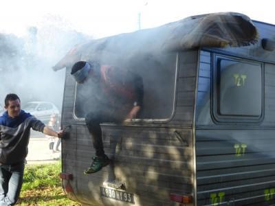Le camping qui tourne mal ou la traversée de la caravane enfumée.