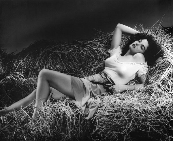 01_Jane_Russell_in_The_Outlaw_01.jpg