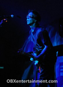 Tim Reynolds on stage at Kelly's in Nags Head, NC on November 19, 2005. (photo: Artz Music & Photography)