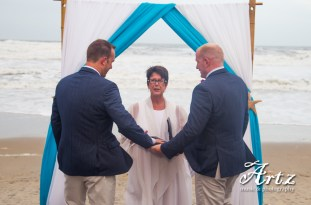 Tanya Young performing an Outer Banks beach wedding. (photo by ARTZ MUSIC & PHOTOGRAPHY)