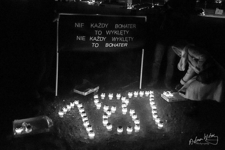 Obywatele RP weWrocławiu zapalili znicze ofiarom żołnierzy wyklętych