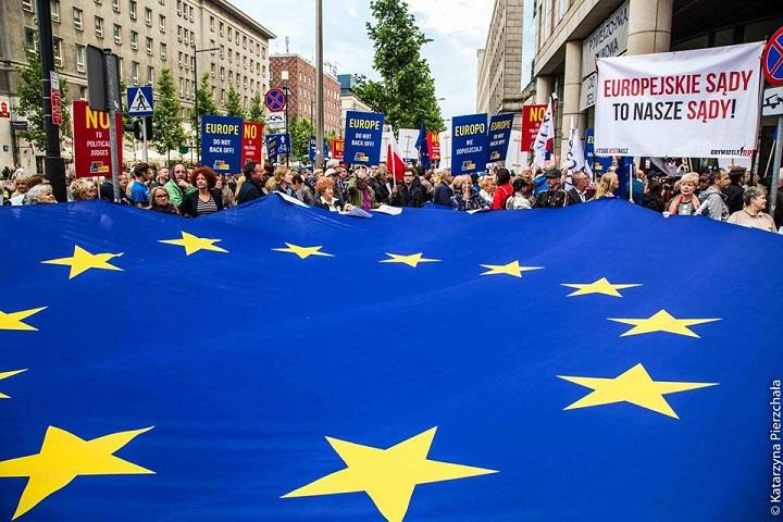 """Demonstracja """"Europo, nieodpuszczaj"""" wWarszawie, 26.06.2018"""