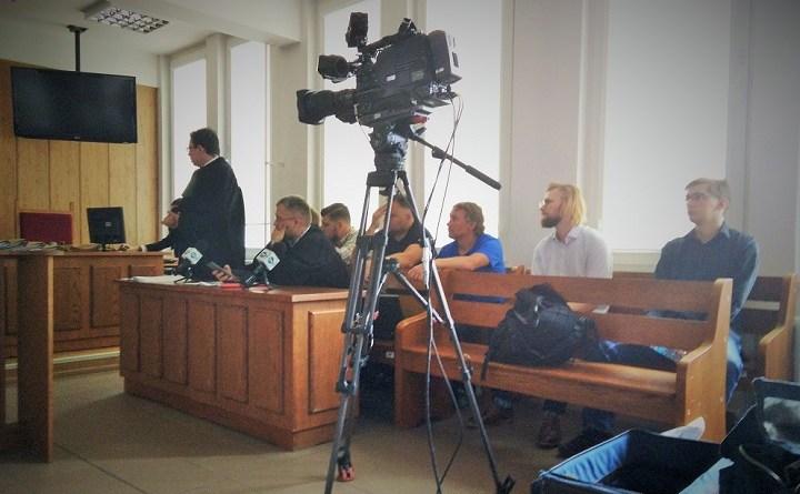 Rozprawa trzynastu obwinionych za udział w protestach przed Sejmem 16 grudnia 2016 roku
