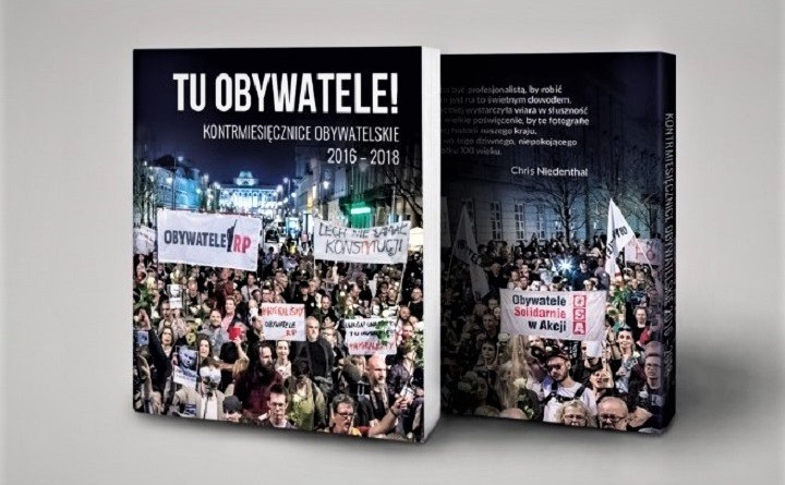Album zdjęć z kontrmiesięcznic smoleńskich