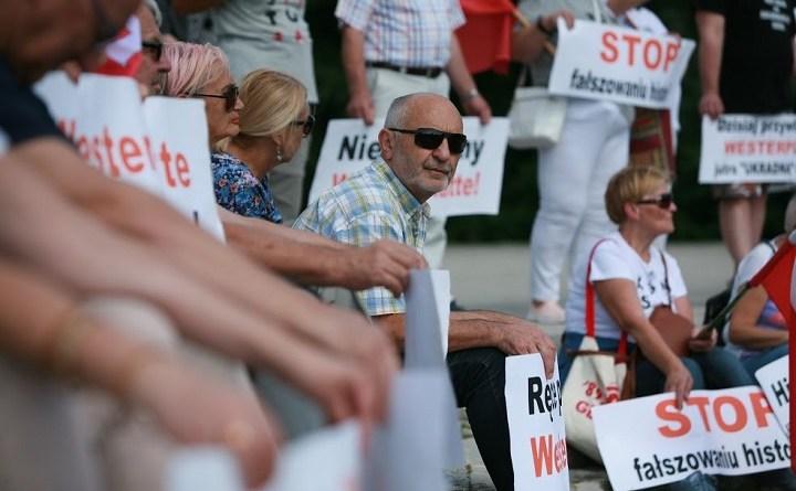 Obywatele RP bronią Westerplatte [ZDJĘCIA]