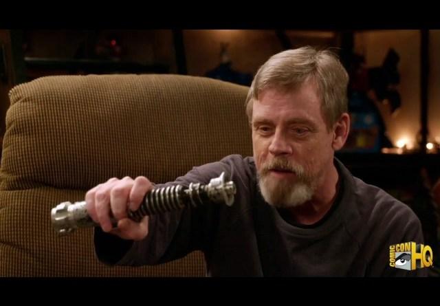 Star Wars | Confira o reencontro de Mark Hamill com o sabre de luz utilizado há décadas pelo ator