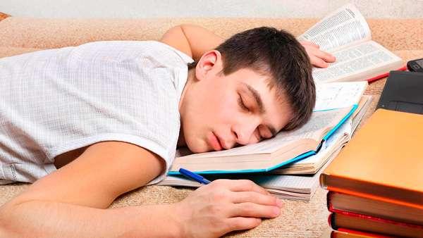 Adolescente-dormir-sueno-eduka-estudio-ene-18
