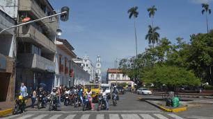 Calle 5 con Carrera 12, parque de Bolívar
