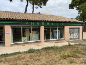 pharmacie next door to the doctor