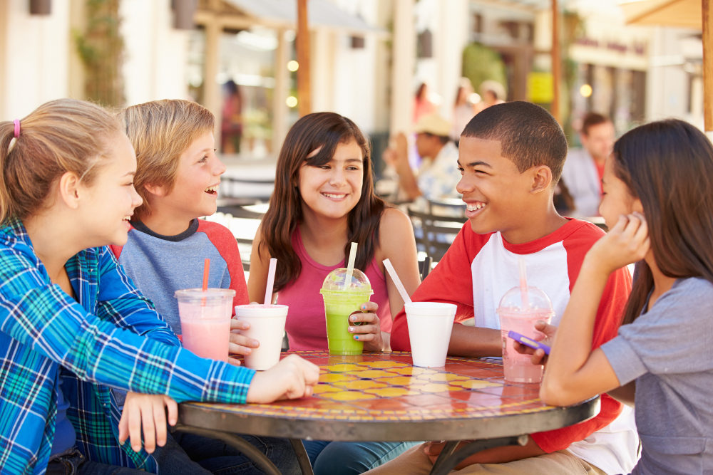ocdc4u-group-of-children-hanging-out-together-in-cafe