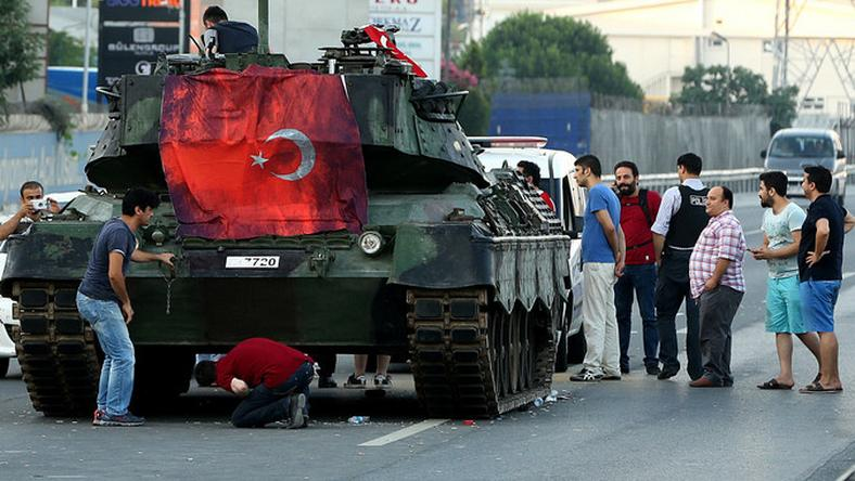 Tankok lepték el az utcákat Törökország nagyvárosaiban a puccs idején /Fotó: AFP