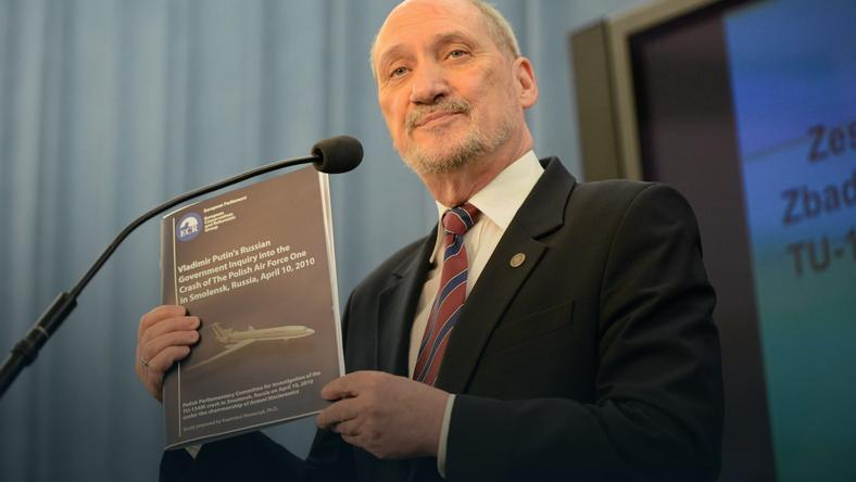 Macierewicz w nowym raporcie: hodowano potwora, który żądał coraz większych ofiar