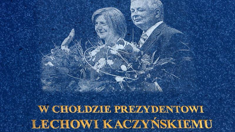 OSTRÓW WLKP. ROCZNICA KATASTROFY TABLICA PAMIĄTKOWA (tablica z błędem ortograficznym)