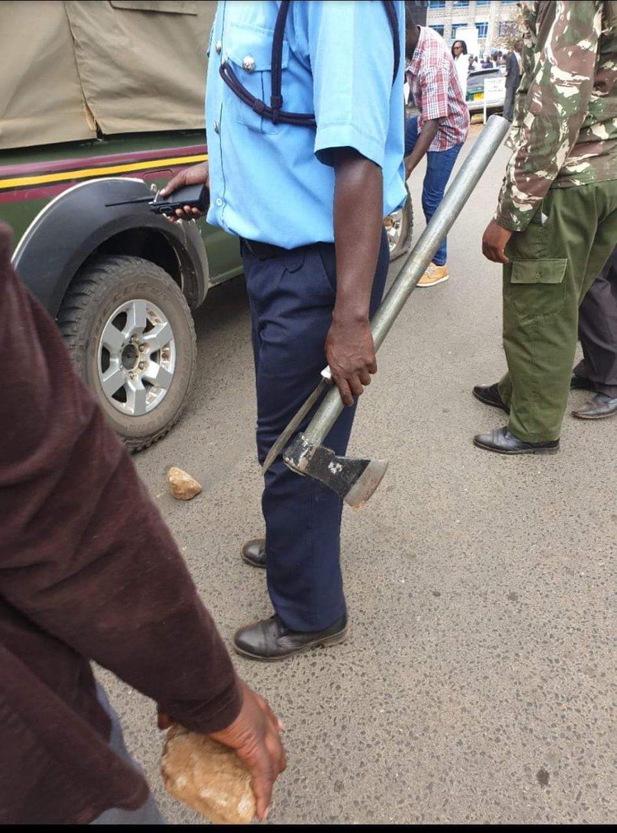 Police handle murder weapons used by Naftali Kinuthia to kill Ivy Wangechi (Twitter)