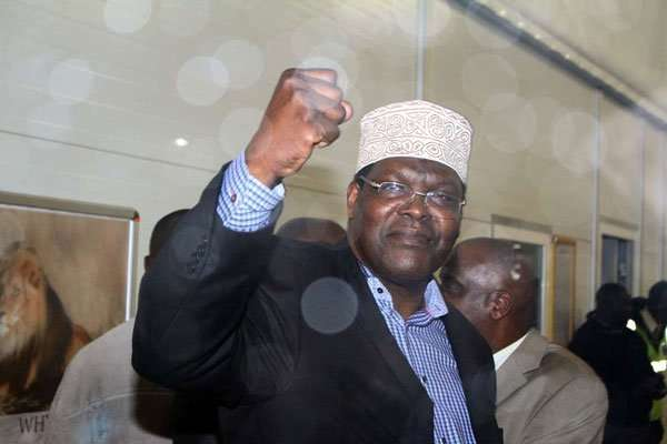 miguna-fist-up
