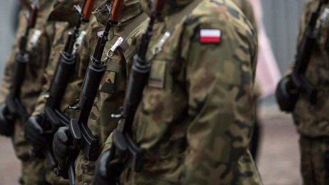 """W tym roku Dowództwo Generalne Rodzajów Sił Zbrojnych planuje 131 ćwiczeń wojskowych; ma wziąć w nich udział 65 tys. żołnierzy - informuje wtorkowa """"Rzeczpospolita"""". Jak dodano, liczba ćwiczeń wojskowych w 2021 r. zwiększy się o jedną trzecią."""
