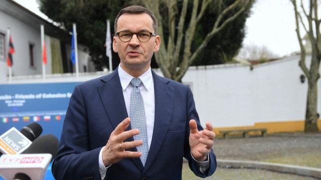 Koronawirus z Chin. Premier wysyła wojskowe samoloty po Polaków
