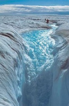 Meltwater flows through off the Greenland Ice Sheet. Credit: Wikicommons.
